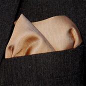 Bröstnäsduk guldbeige vävd