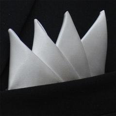 Färdigvikt bröstnäsduk Fyrspets Vit