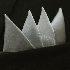 Färdigvikt bröstnäsduk Fyrspets Silvergrå