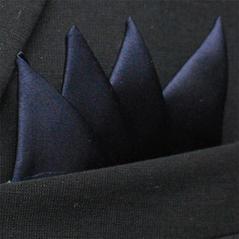 Färdigvikt bröstnäsduk Fyrspets Marinblå