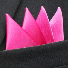 Färdigvikt bröstnäsduk Fyrspets Cerise