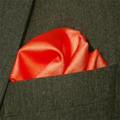 Bröstnäsduk röd vävd